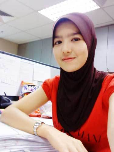 jilbab-gadis-cantik-kerudung-kaos-merah-putih-mulus-sekretaris-muda